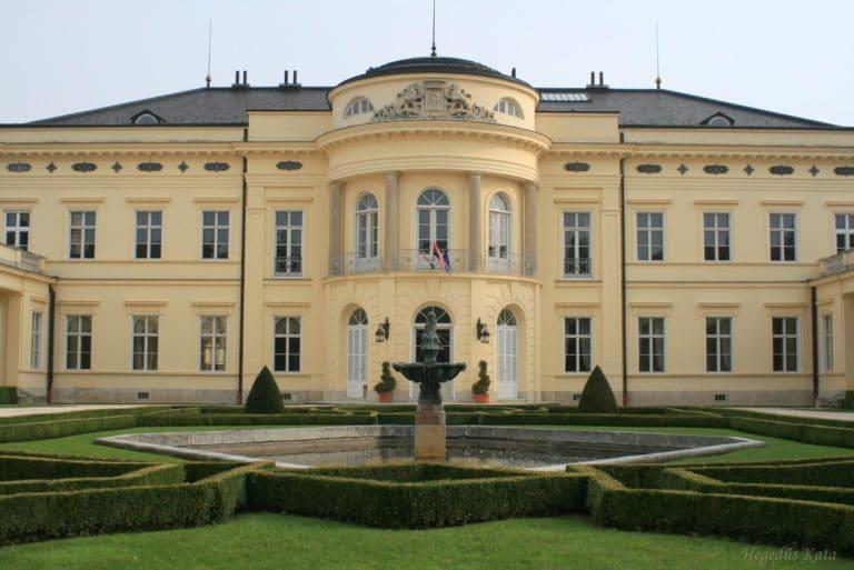 Pálfalvi Addiktológiai Centrum - épület és udvar